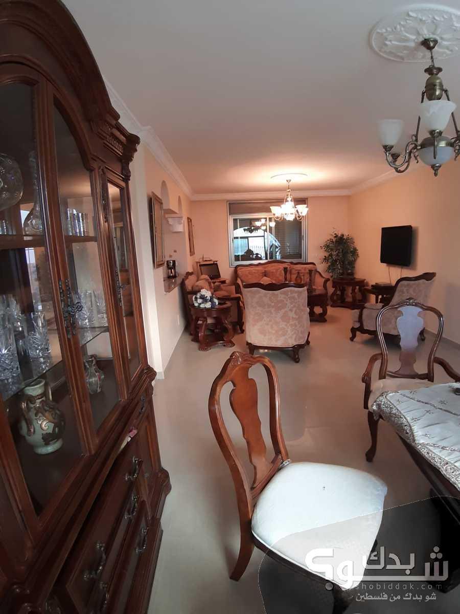 شقة مفروشة للبيع مع الاثاث - مفتوحة ومهوية - 150م